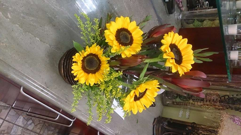 Ditmars Flower - florist  | Photo 8 of 10 | Address: 2911 Ditmars Blvd, Queens, NY 11105, USA | Phone: (718) 726-4453