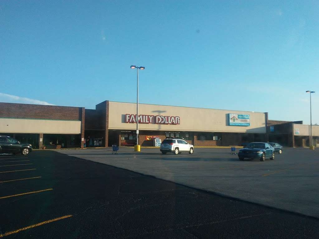Family Dollar - supermarket  | Photo 2 of 2 | Address: 1045 W 37th Ave, Hobart, IN 46342, USA | Phone: (219) 947-8174