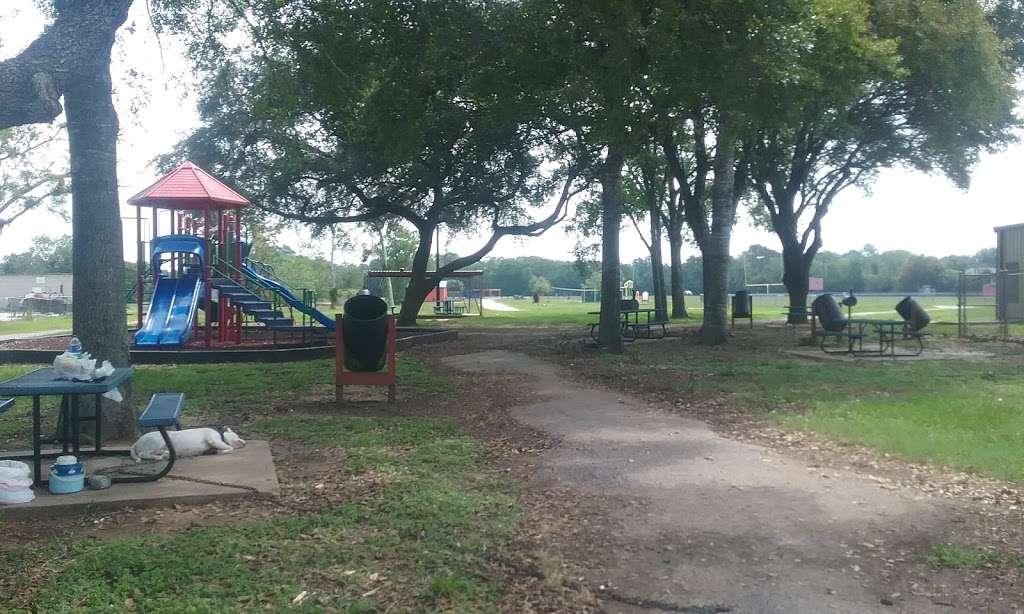 Mustang Park - park  | Photo 4 of 10 | Address: 4521 FM 521 Rd, Fresno, TX 77545, USA