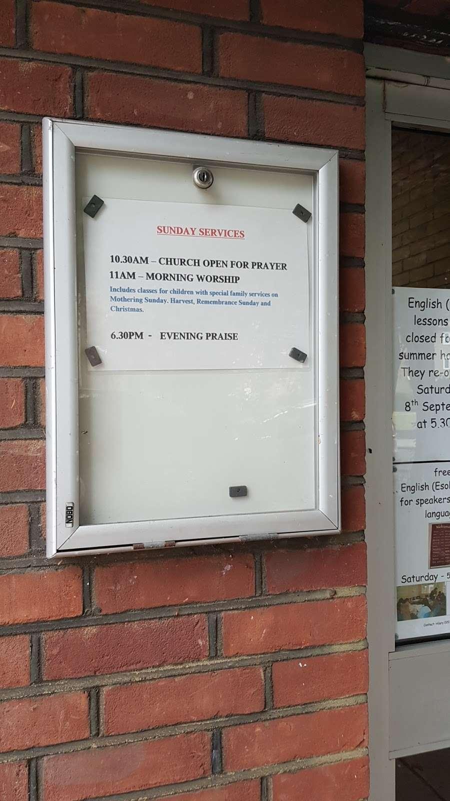 Christ Church - church  | Photo 8 of 9 | Address: Oakleigh Park N, Whetstone, London N20 9AR, UK | Phone: 020 3234 4059