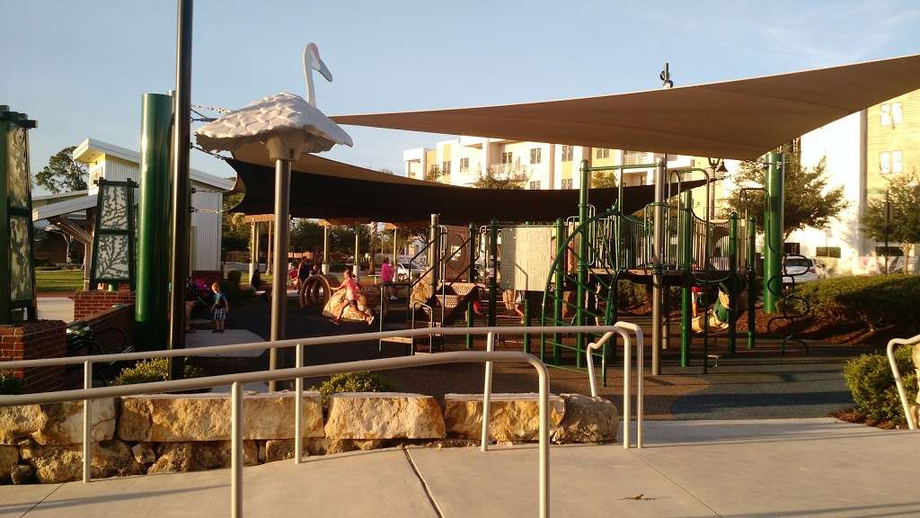 Oviedo on the Park - park  | Photo 4 of 10 | Address: 299 Center Lake Ln, Oviedo, FL 32765, USA | Phone: (407) 971-5590