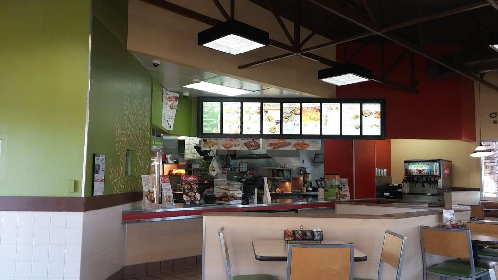 Del Taco - meal takeaway  | Photo 7 of 10 | Address: 30607 CA-79, Temecula, CA 92592, USA | Phone: (951) 693-4212
