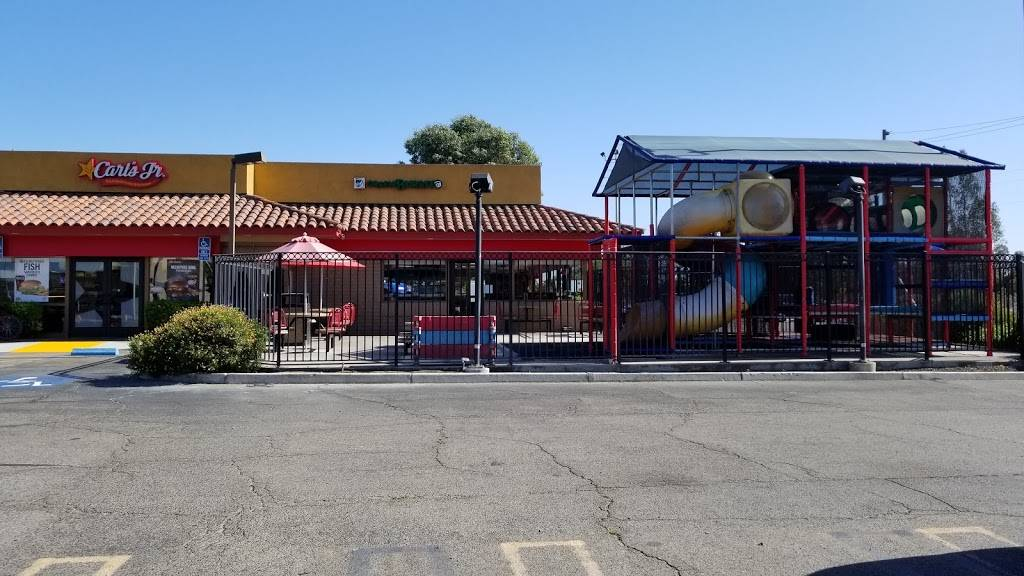 Carls Jr. - restaurant  | Photo 4 of 10 | Address: 5275 W Shaw Ave, Fresno, CA 93722, USA | Phone: (559) 275-6526