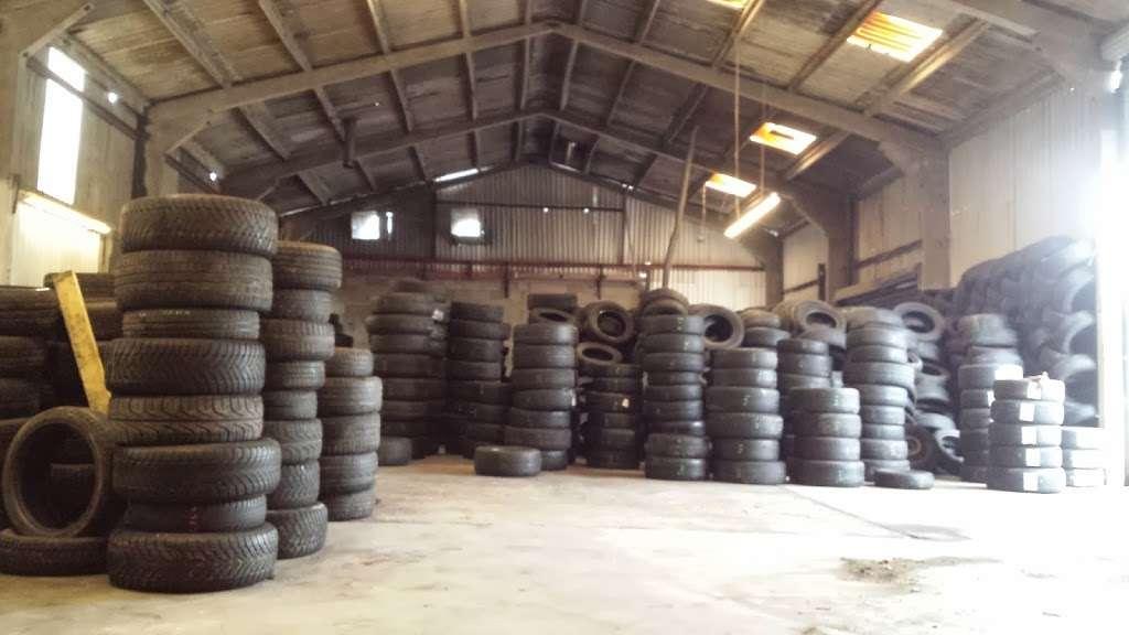 Tubbys Tyres - car repair  | Photo 6 of 10 | Address: Copthorne Rd, Copthorne, Crawley RH10 3PD, UK | Phone: 01293 769776