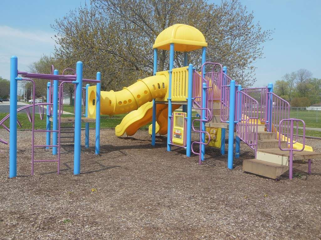Columbus Manor Park - park  | Photo 1 of 10 | Address: 99th St &, Moody Ave, Oak Lawn, IL 60453, USA | Phone: (708) 857-2222