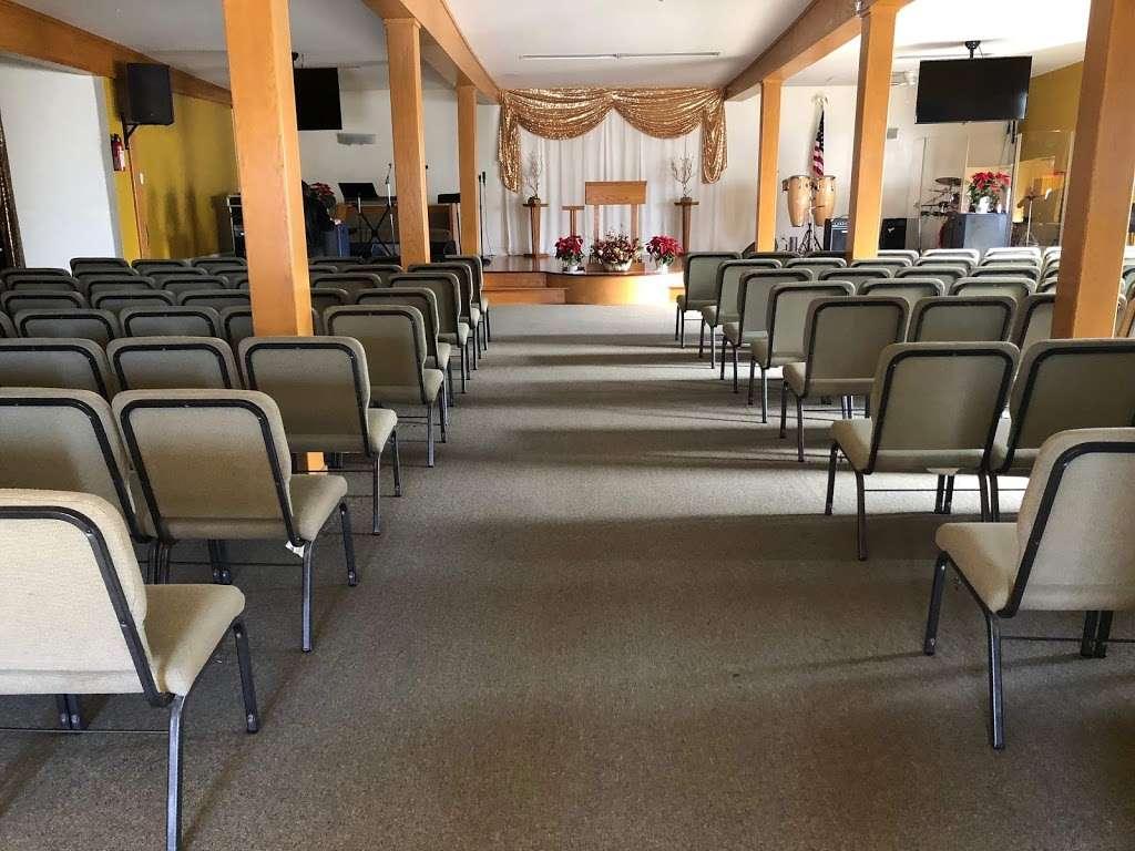 Asamblea Apostolica Amor Viviente - church  | Photo 1 of 10 | Address: 10900 S Inglewood Ave, Lennox, CA 90304, USA | Phone: (310) 671-4546