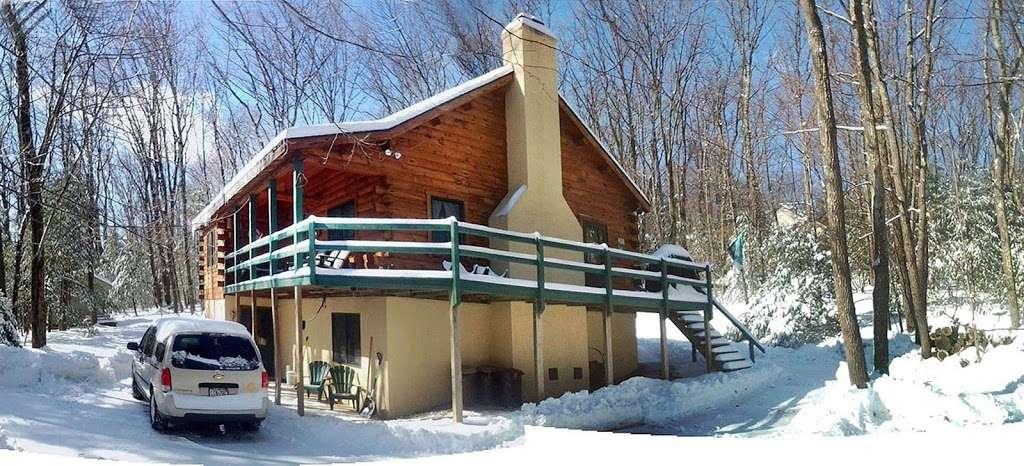 Pocono Log Home Getaway - real estate agency  | Photo 7 of 10 | Address: Malibu Dr, Lehighton, PA 18235, USA | Phone: (609) 457-2208
