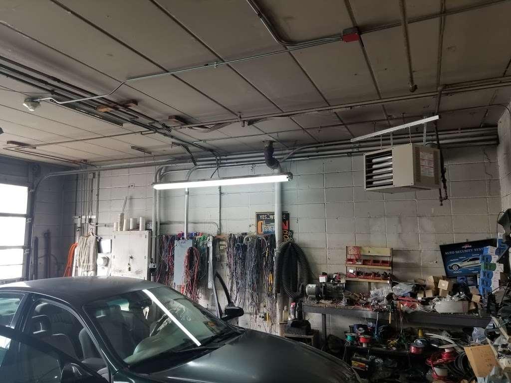 Lyons Car Radio Inc - car repair  | Photo 5 of 10 | Address: 8050 Ogden Ave # 4, Lyons, IL 60534, USA | Phone: (708) 442-1930