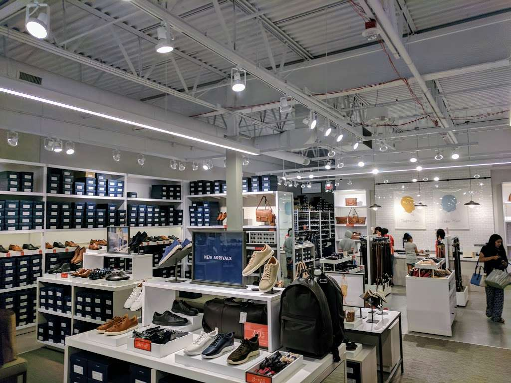 Cole Haan Outlet - shoe store  | Photo 1 of 10 | Address: 1650 Premium Outlet Blvd #568, Aurora, IL 60502, USA | Phone: (630) 898-1369