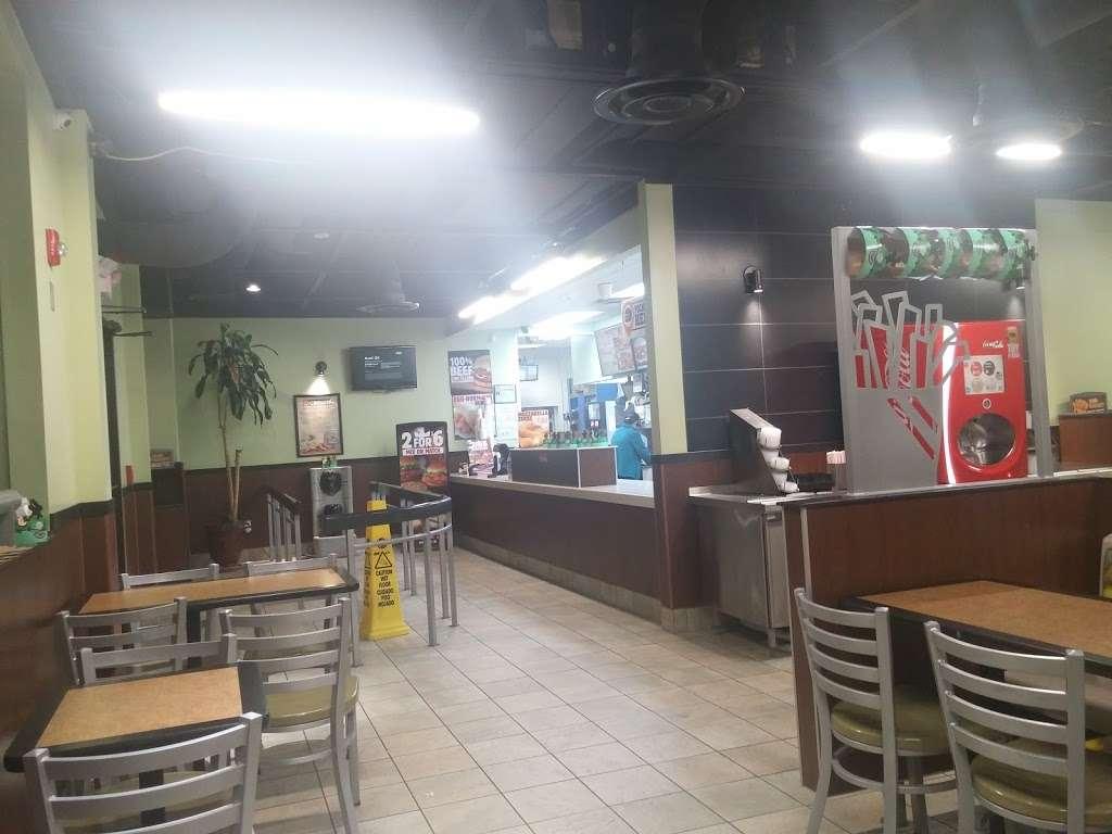 Burger King - restaurant    Photo 10 of 10   Address: 490 US-46, South Hackensack, NJ 07606, USA   Phone: (201) 641-5534