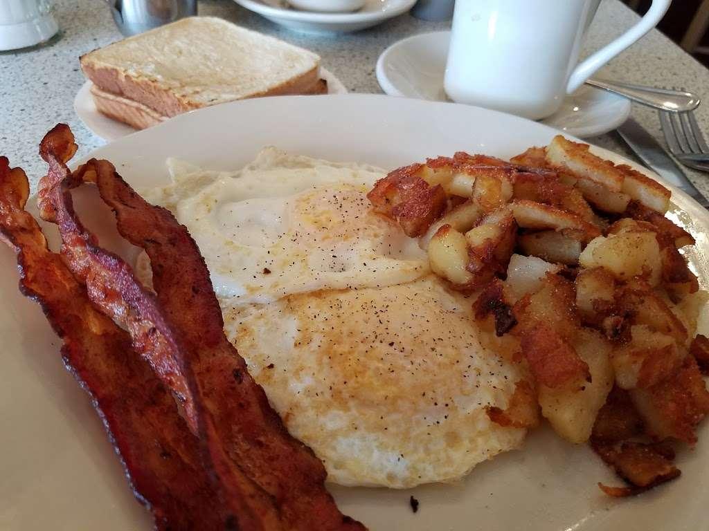 S & G Restaurant - restaurant    Photo 5 of 10   Address: 339 Potomac Ave, Quantico, VA 22134, USA   Phone: (703) 640-7028