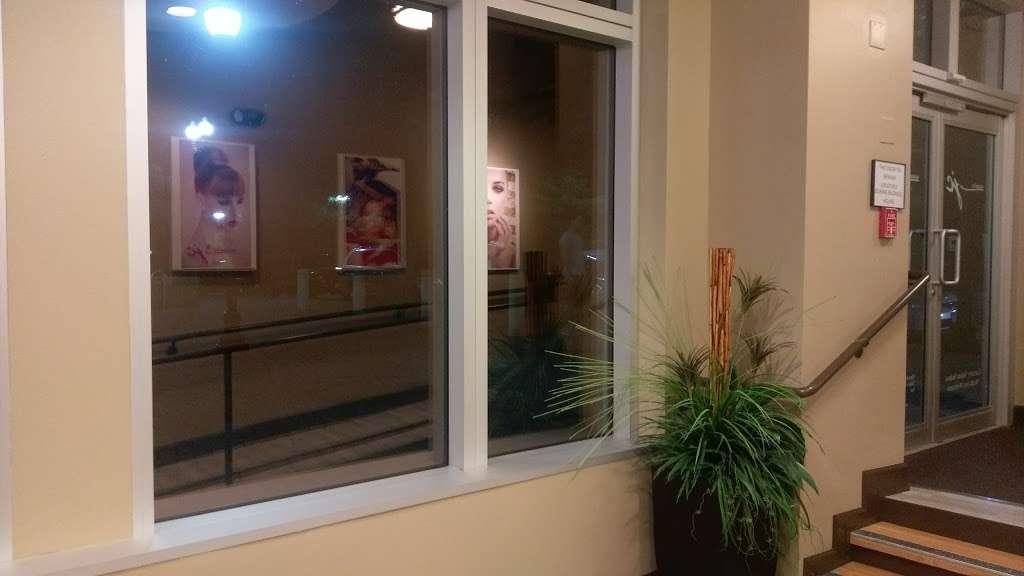 Salons By JC - hair care    Photo 4 of 10   Address: 3865 Wilson Blvd, Arlington, VA 22203, USA   Phone: (703) 282-2178