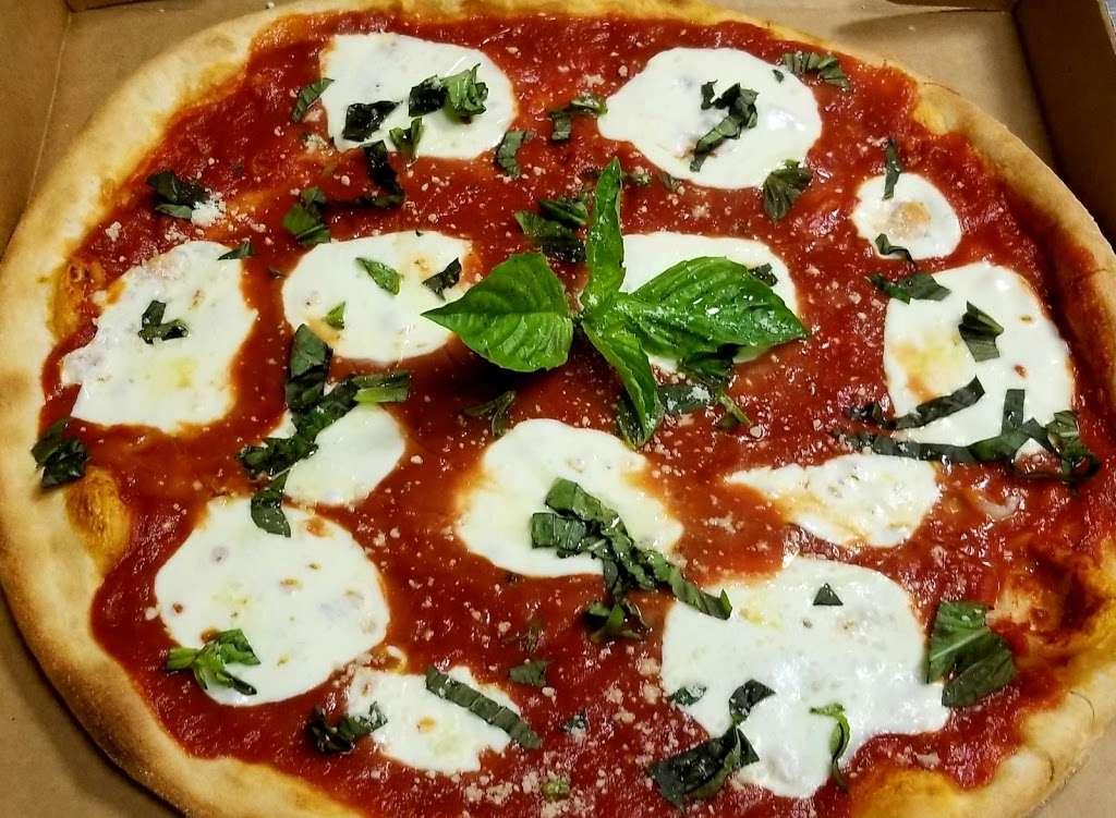 Olivieros pizzeria - restaurant  | Photo 7 of 10 | Address: 101 Park Ln, Douglassville, PA 19518, USA | Phone: (610) 385-0411