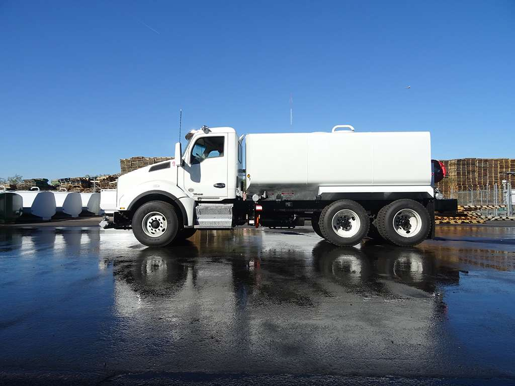 United Truck & Equipment, Inc. - store  | Photo 3 of 10 | Address: 2045 W Buckeye Rd, Phoenix, AZ 85009, USA | Phone: (602) 253-7739