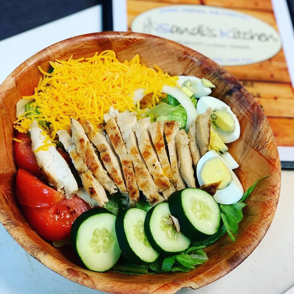 Lindsays Kitchen - restaurant  | Photo 7 of 10 | Address: 5300 Cane Run Rd #3103, Louisville, KY 40258, USA | Phone: (502) 384-4823