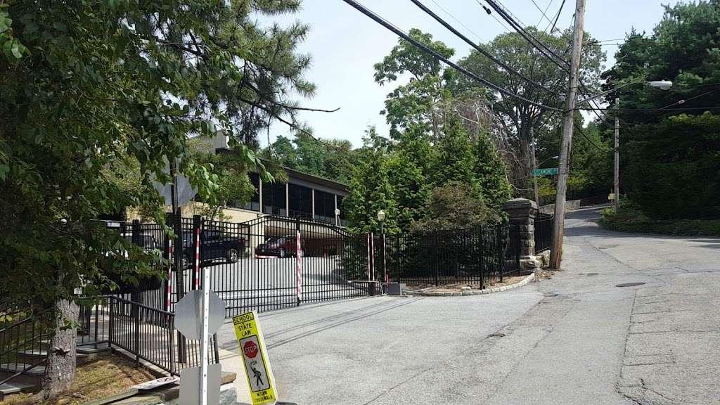 Salanter Akiba Riverdale Academy - school  | Photo 1 of 4 | Address: 655 W 254th St, Bronx, NY 10471, USA | Phone: (718) 548-1717