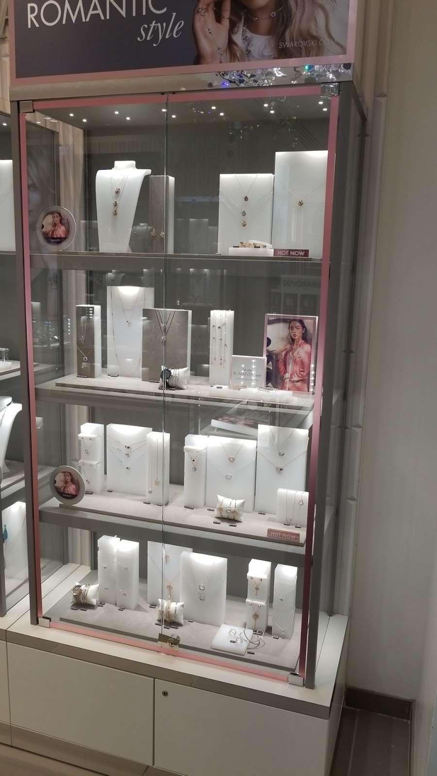 SWAROVSKI - jewelry store  | Photo 3 of 5 | Address: La Guardia Airport Delta Terminal C, East Elmhurst, NY 11371, USA | Phone: (929) 202-4092