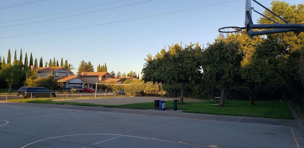 Meadowbrook Park - park    Photo 8 of 10   Address: 1702 Yellowstone Dr, Antioch, CA 94509, USA   Phone: (925) 779-7000