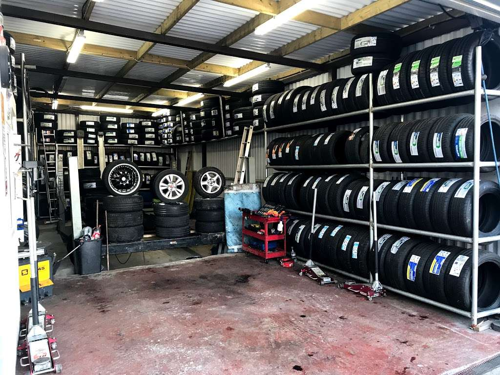 Quick Tyre & Car services - car repair  | Photo 5 of 10 | Address: Craven Park, Harlesden, London NW10 8SQ, UK | Phone: 07427 679906