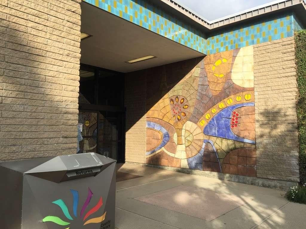 La Cañada Flintridge Library - library  | Photo 4 of 5 | Address: 4545 North Oakwood Avenue, La Cañada Flintridge, CA 91011, USA | Phone: (818) 790-3330