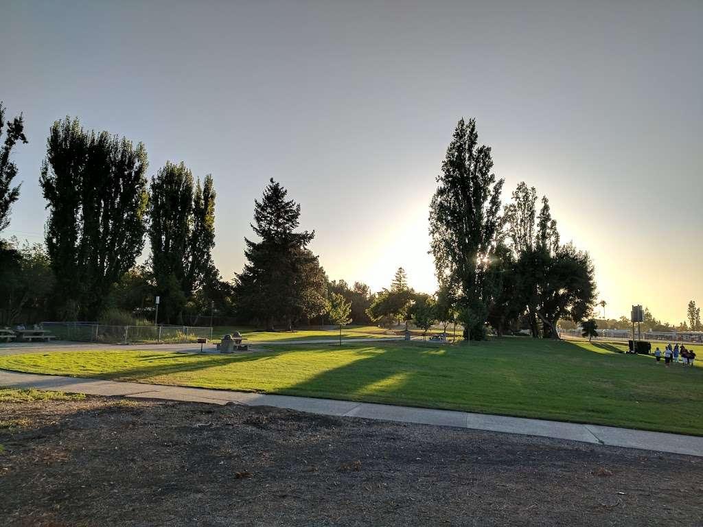 Lakewood Park - park  | Photo 5 of 10 | Address: 834 Lakechime Dr, Sunnyvale, CA 94089, USA | Phone: (408) 730-7350