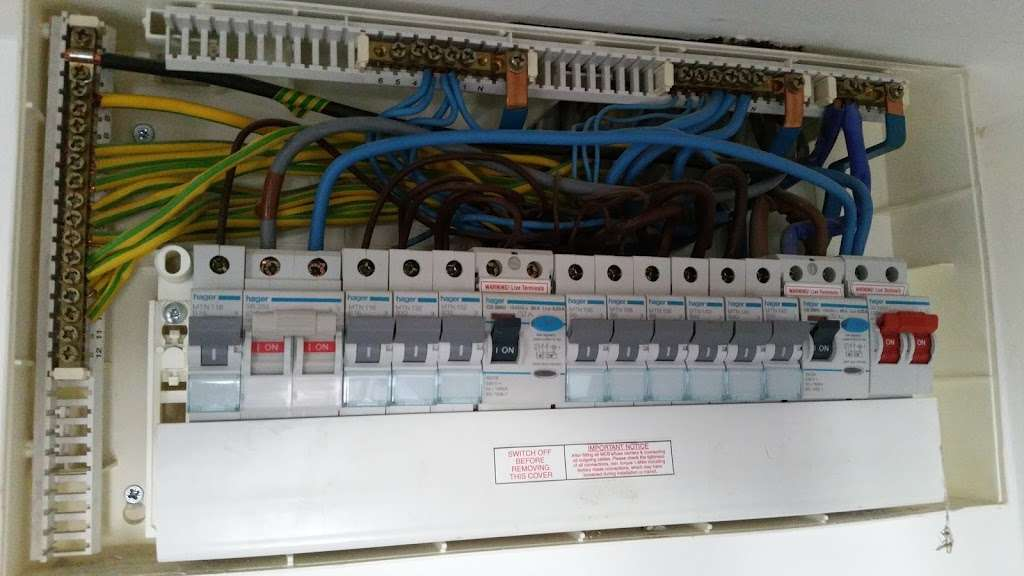 Greenspark electrical - electrician  | Photo 2 of 10 | Address: 166 Beechfield, Hoddesdon EN11 9QN, UK | Phone: 07931 204143