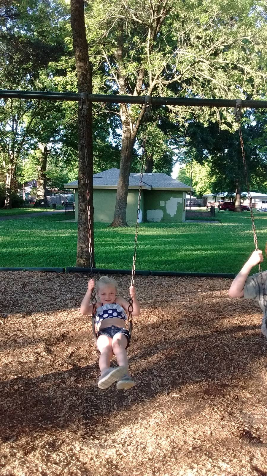 Farnsley Park - park  | Photo 4 of 9 | Address: 3100 Wedgewood Way, Louisville, KY 40220, USA | Phone: (502) 574-7275