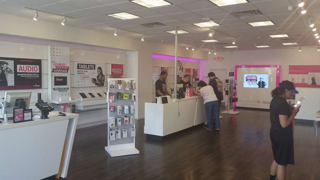 T-Mobile - electronics store  | Photo 2 of 9 | Address: 571 Ridge Rd, North Arlington, NJ 07031, USA | Phone: (201) 991-2094