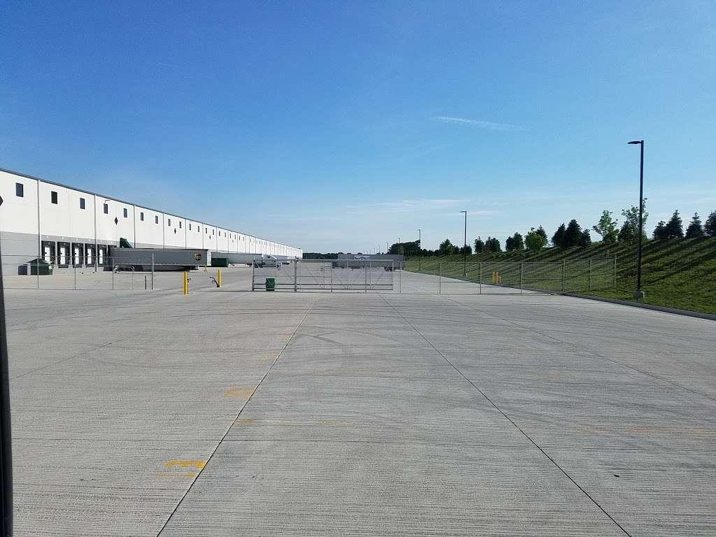 Ryder Logistics - storage  | Photo 3 of 7 | Address: 8620 Congdon Hill Drive, Alburtis, PA 18011, USA