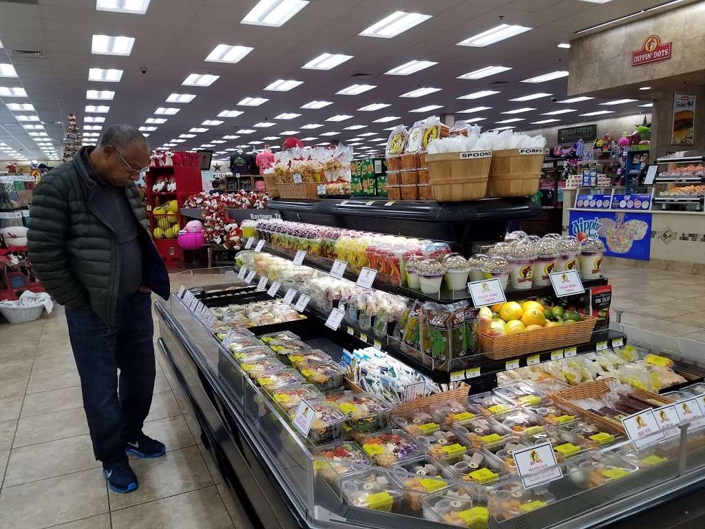 Buc-ees - convenience store  | Photo 6 of 10 | Address: 4080 East Fwy, Baytown, TX 77521, USA | Phone: (979) 238-6390