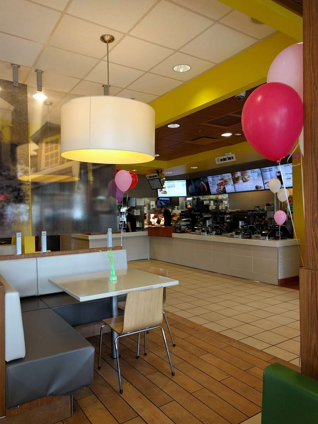 McDonalds - cafe  | Photo 7 of 10 | Address: 1 Red Pump Rd, Bel Air, MD 21014, USA | Phone: (410) 838-5129