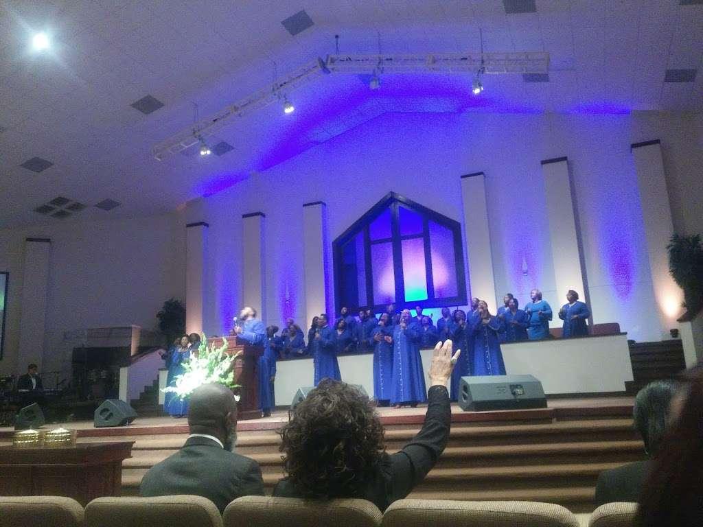 The Luke Church - church  | Photo 5 of 10 | Address: 2380 S Houston Ave, Humble, TX 77396, USA | Phone: (281) 548-2001