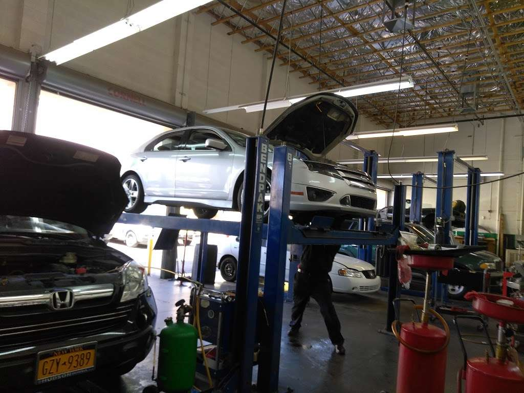 MVR Auto Services - car repair    Photo 4 of 10   Address: 6000 W Windmill Ln, Las Vegas, NV 89139, USA   Phone: (702) 255-2996
