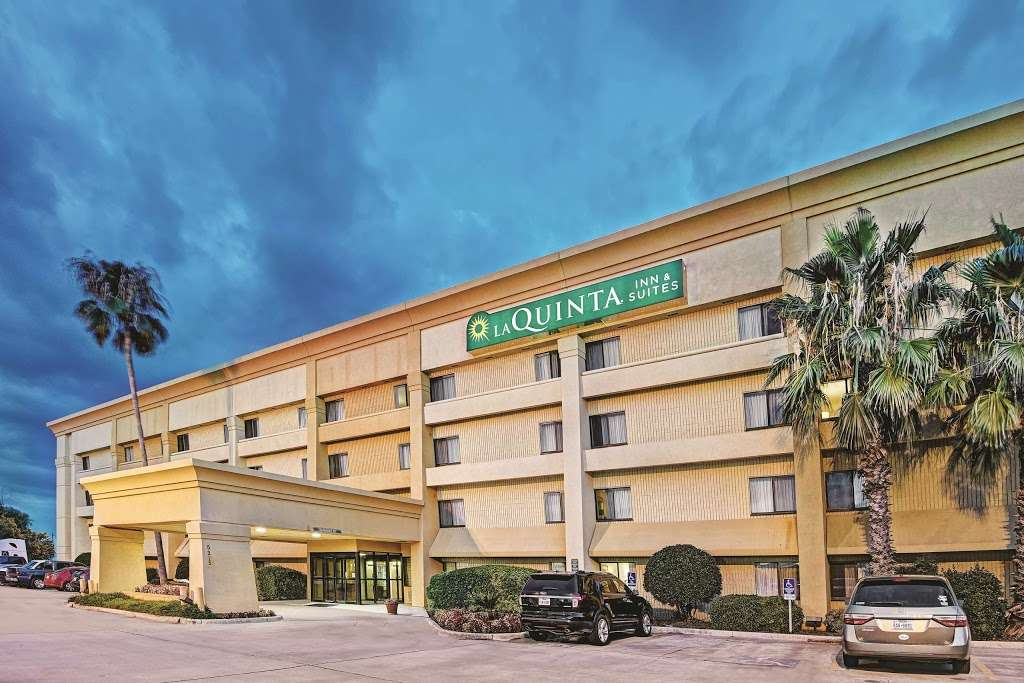 La Quinta Inn & Suites Houston Baytown East - lodging    Photo 1 of 10   Address: 5215 I-10, Baytown, TX 77521, USA   Phone: (281) 421-5566