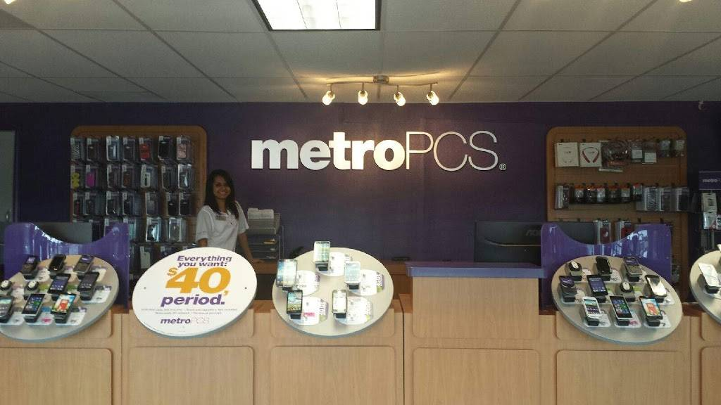 Metro by T-Mobile - electronics store  | Photo 2 of 7 | Address: 2809 Motley Dr Ste B, Mesquite, TX 75150, USA | Phone: (972) 270-3330