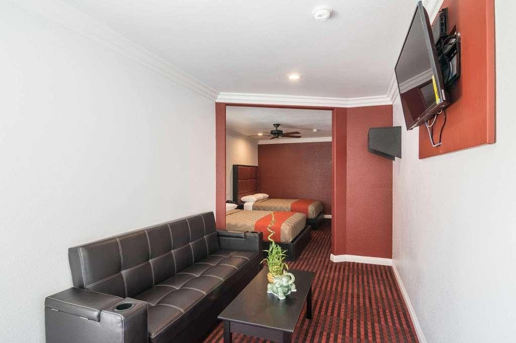 Rodeway Inn & Suites - lodging  | Photo 3 of 9 | Address: 10112 Long Beach Blvd, Lynwood, CA 90262, USA | Phone: (323) 249-0573