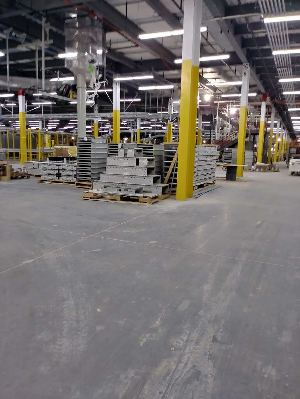Amazon Fulfillment Center DEN3 - storage  | Photo 5 of 10 | Address: 14601 Grant St, Thornton, CO 80023, USA