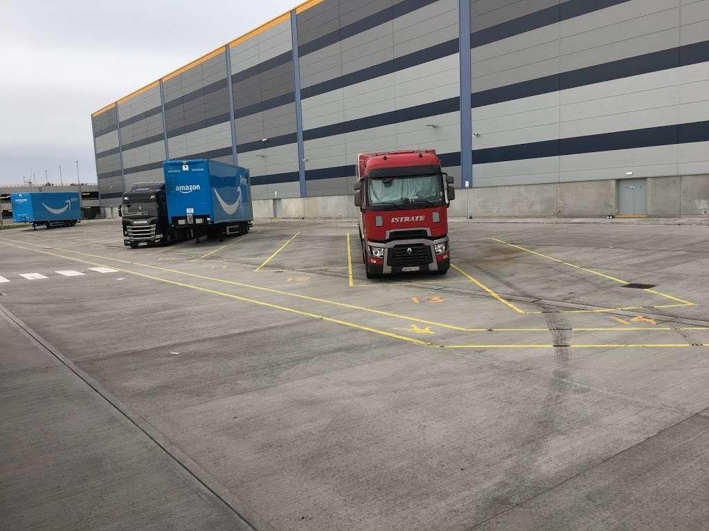 Amazon UK Services Ltd. Tilbury - LCY2 - storage  | Photo 3 of 10 | Address: London Distribution Park, Windrush Rd, Tilbury RM18 7AN, UK | Phone: 07482 247503