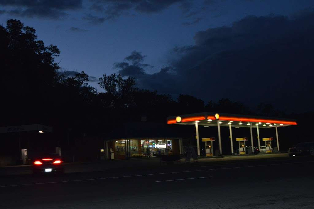 Shell - gas station  | Photo 2 of 4 | Address: 10178 Winchester Rd, Front Royal, VA 22630, USA | Phone: (540) 636-8554