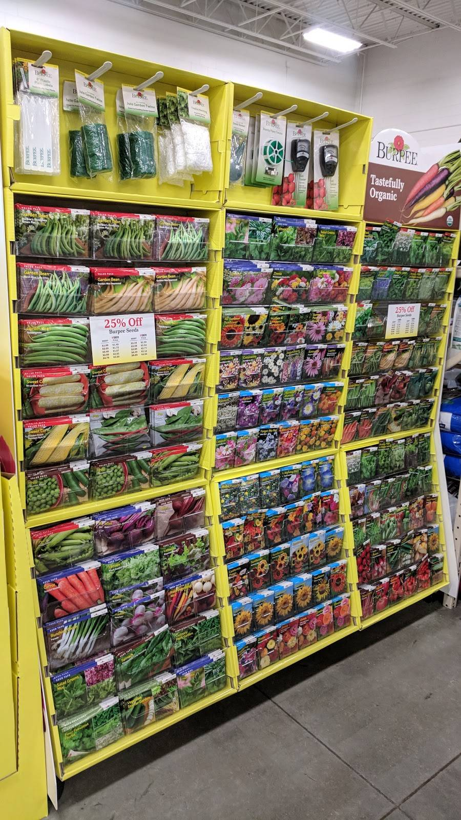 Tractor Supply Co. - hardware store    Photo 6 of 8   Address: 9000 Amber Hill Ct, Lincoln, NE 68526, USA   Phone: (402) 420-0011