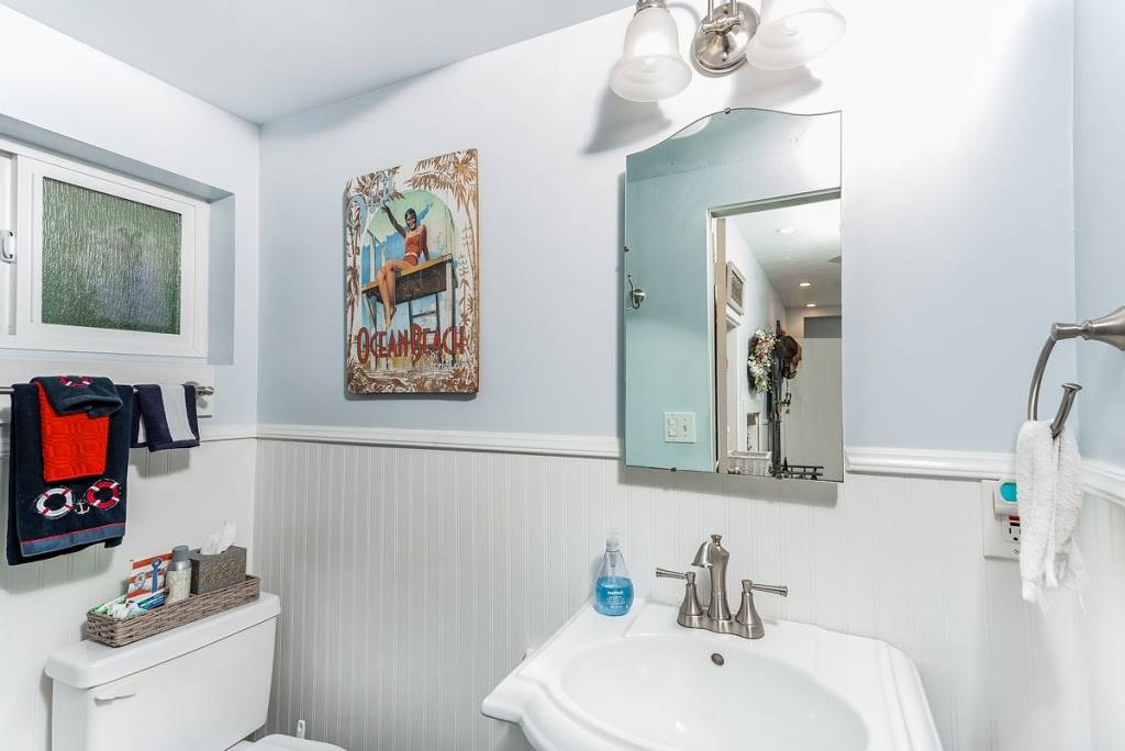 Luxury Real Estate - real estate agency  | Photo 7 of 10 | Address: 208 Marine Ave, Newport Beach, CA 92662, USA | Phone: (949) 607-8122