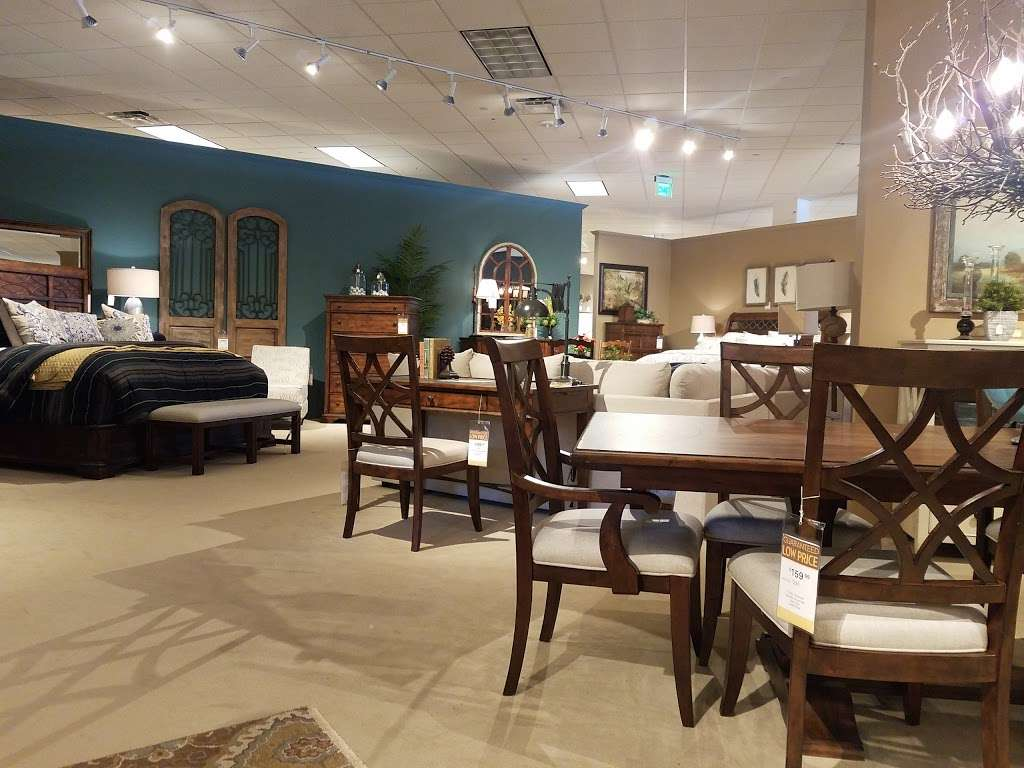Star Furniture - furniture store  | Photo 5 of 10 | Address: 20010 Gulf Fwy, Webster, TX 77598, USA | Phone: (281) 338-2471