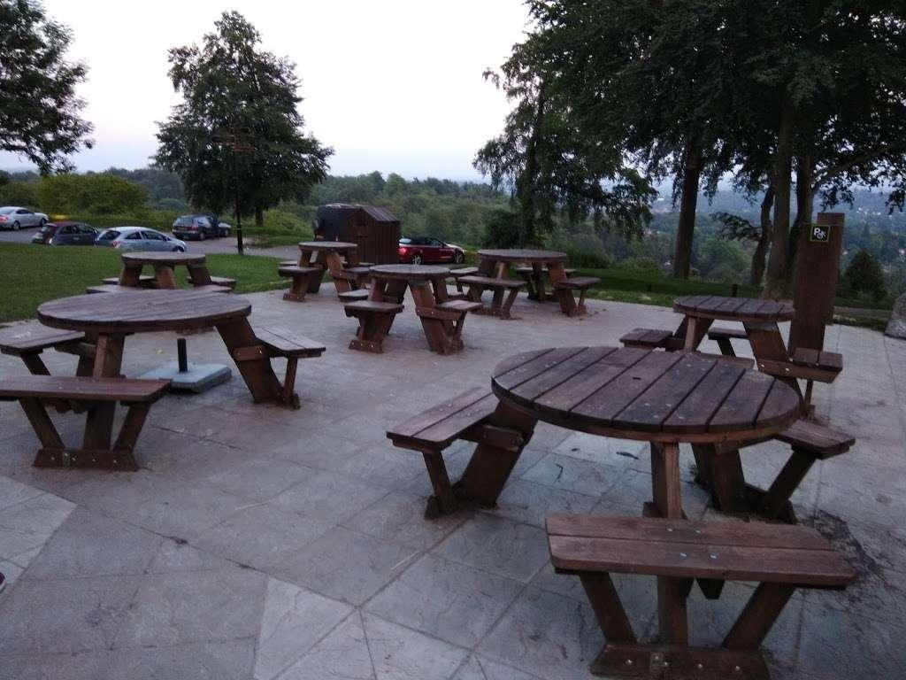 Reigate Hill Tea Room - cafe  | Photo 4 of 10 | Address: Car Park, Reigate Hill Park, Wray Ln, Reigate RH2 0HX, UK