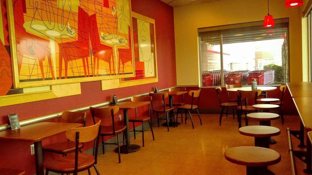 Starbucks - cafe  | Photo 4 of 5 | Address: 10 Crooked Run Plaza, Front Royal, VA 22630, USA | Phone: (540) 631-3290