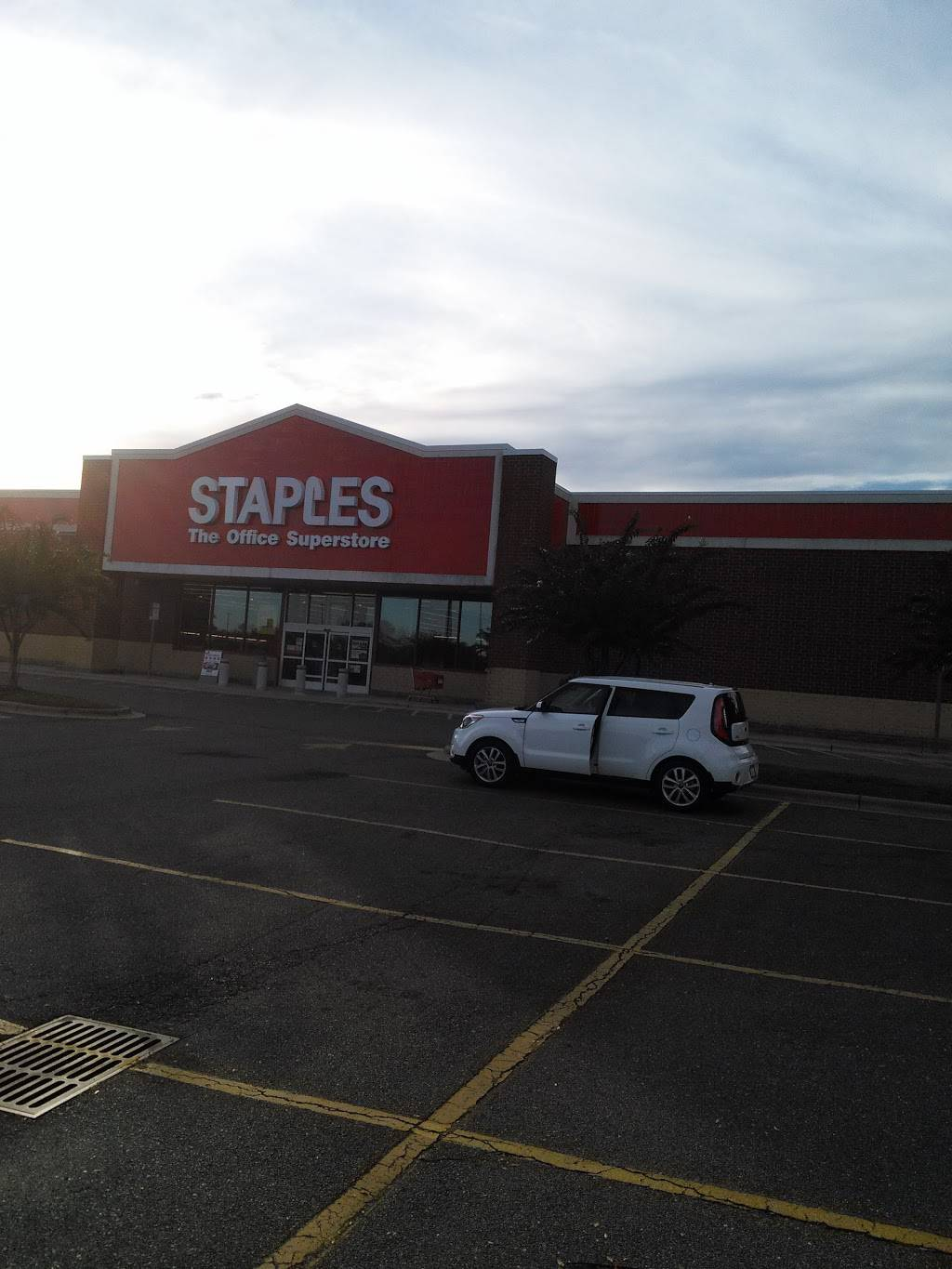 Staples - electronics store  | Photo 10 of 10 | Address: 210 Harmon Creek Rd, Kernersville, NC 27284, USA | Phone: (336) 993-7474