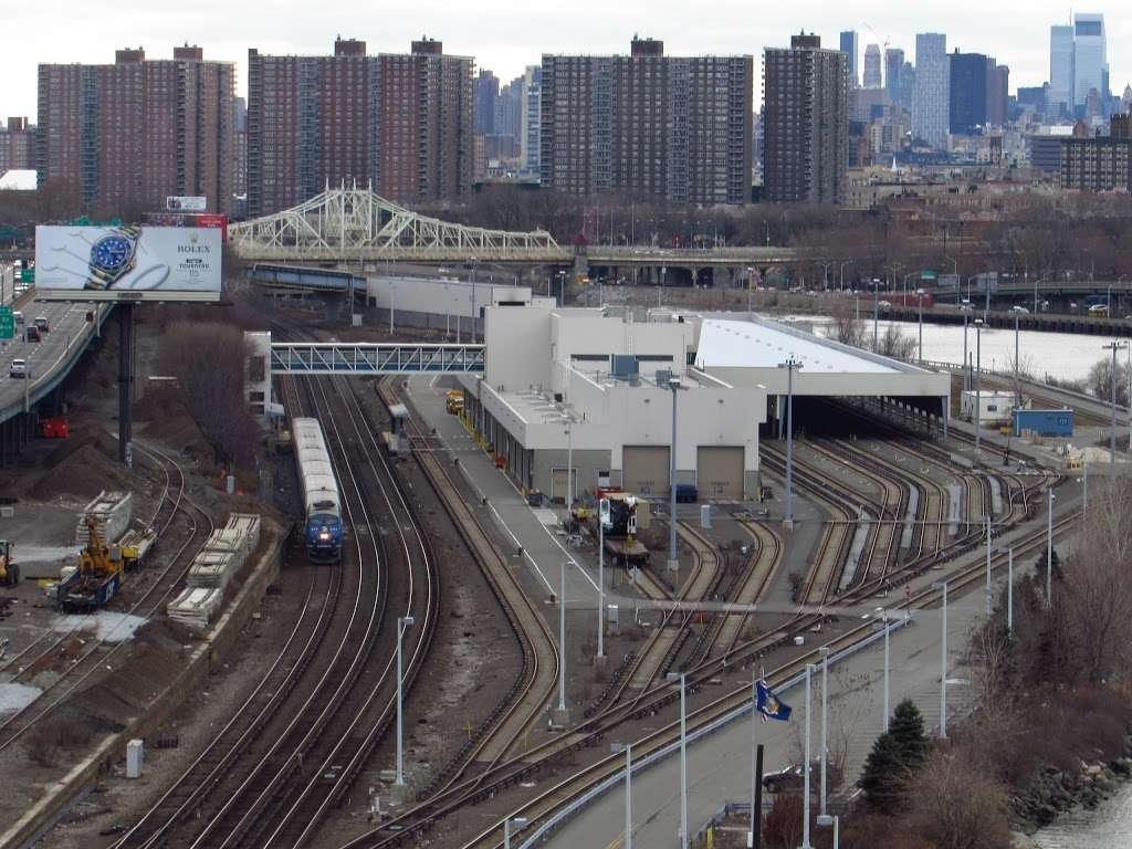 Metro North Railroad - Highbridge Yard - train station  | Photo 4 of 10 | Address: Depot Pl, Bronx, NY 10452, USA | Phone: (212) 532-4900