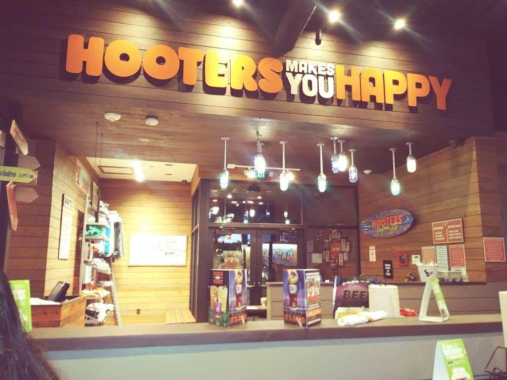 Hooters - restaurant  | Photo 6 of 10 | Address: 4710 Interstate 10 E, Baytown, TX 77521, USA | Phone: (832) 514-2586
