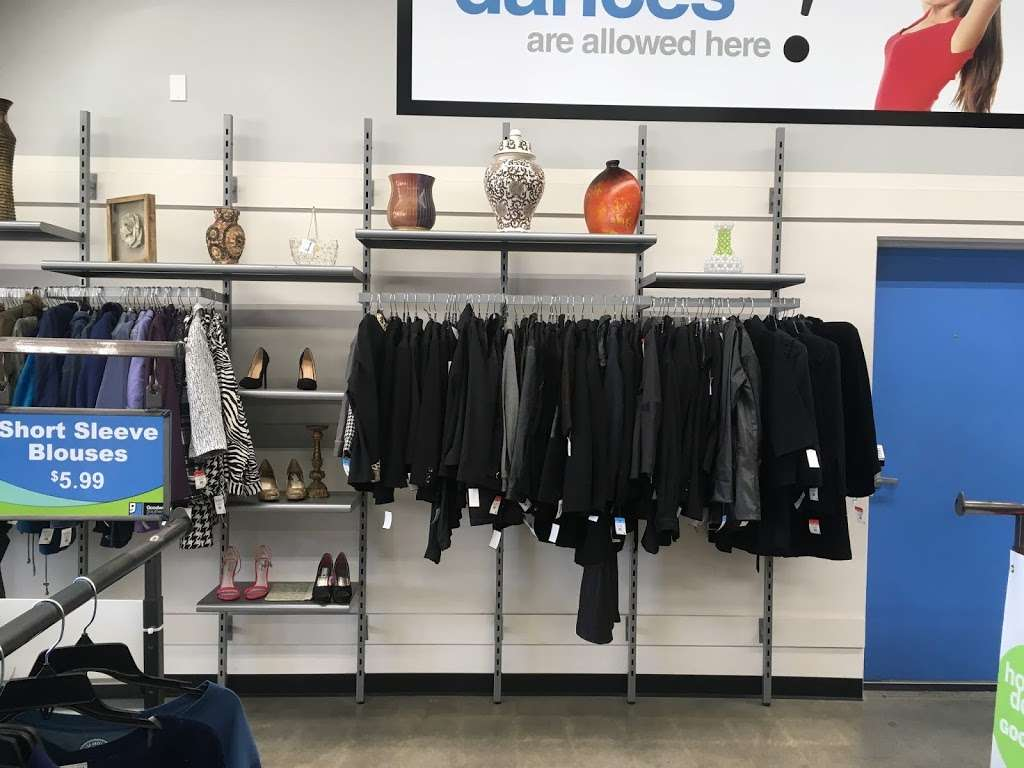 Goodwill - Los Angeles - clothing store  | Photo 2 of 10 | Address: 342 N San Fernando Rd, Los Angeles, CA 90031, USA | Phone: (323) 223-1211