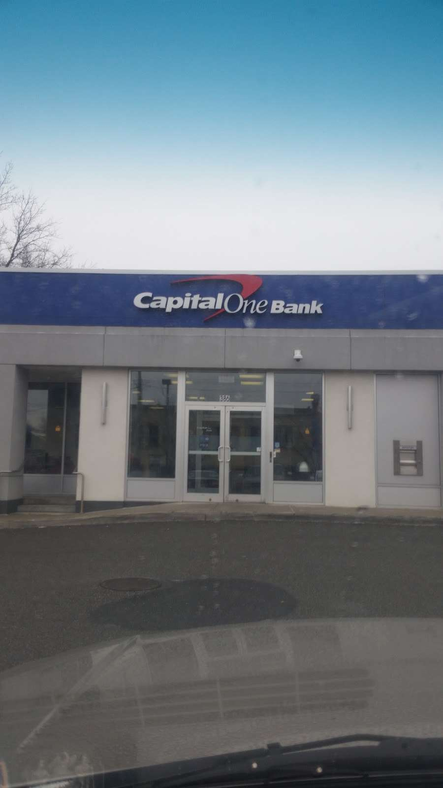 Capital One Bank - bank  | Photo 6 of 6 | Address: 386 Forest Ave, Staten Island, NY 10301, USA | Phone: (917) 423-8976