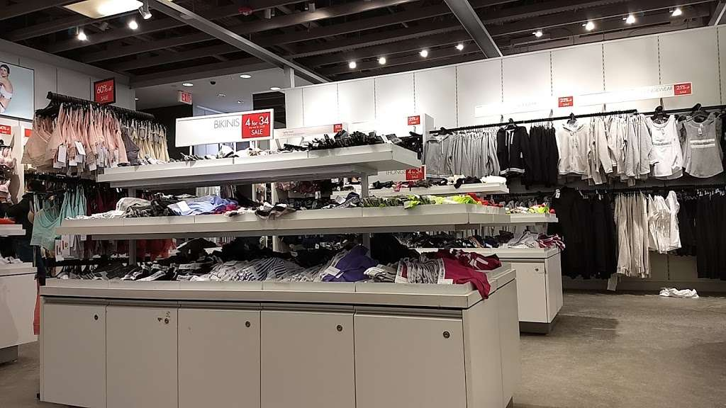 Calvin Klein Outlet - clothing store  | Photo 8 of 10 | Address: 650 Bluebird Ct, Central Valley, NY 10917, USA | Phone: (845) 928-9080